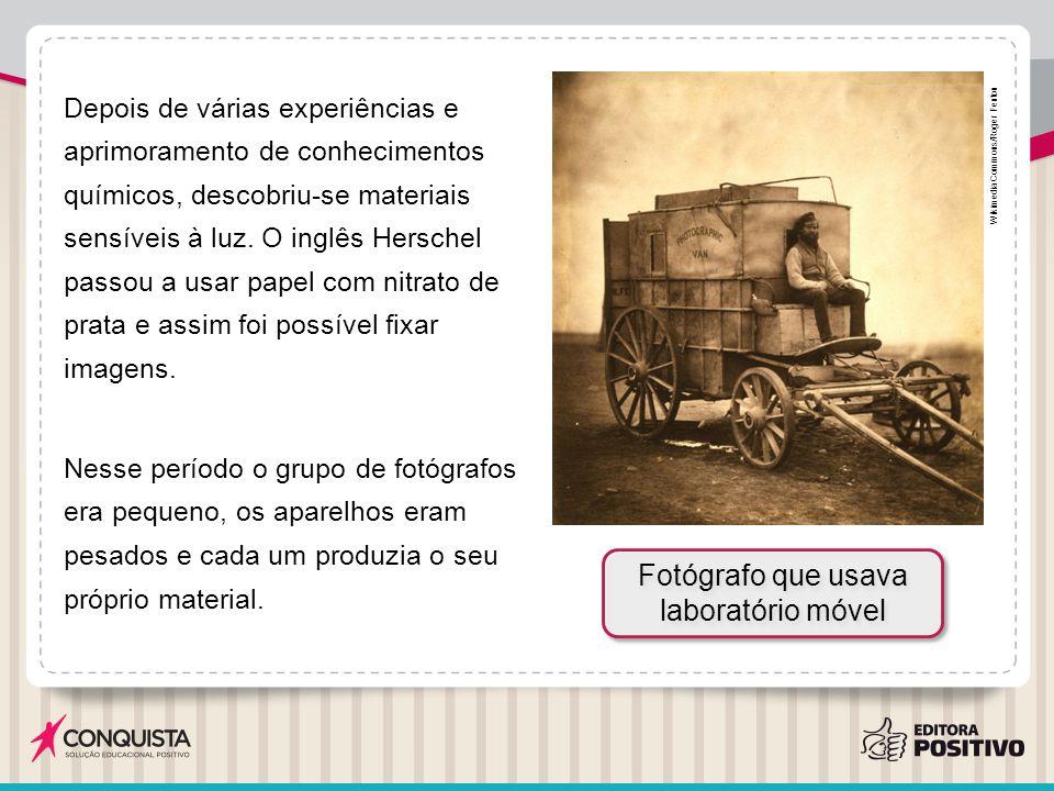 No final do século XIX, com o surgimento da indústria ótica e química, as câmeras ficaram menores e várias pessoas passaram a usá-las.