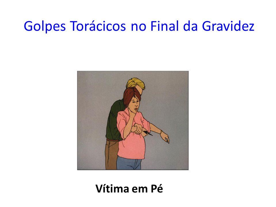 Golpes Torácicos no Final da Gravidez Vítima em Pé