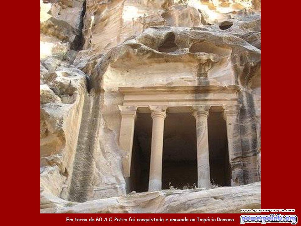 Os nabateus eram beduínos que viviam do comércio de especiarias, como incenso, mirra e plantas aromáticas.
