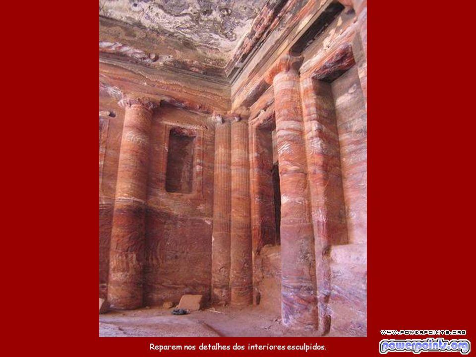 Petra até foi utilizada como cenário na cenal final do filme Indiana Jones e a Última Cruzada.