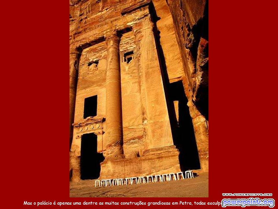 Os nabateus construíram em Petra um sofisticado sistema hidráulico com túneis e câmaras de água.