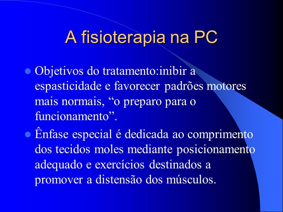 """A fisioterapia na PC Objetivos do tratamento:inibir a espasticidade e favorecer padrões motores mais normais, """"o preparo para o funcionamento"""". Ênfase"""