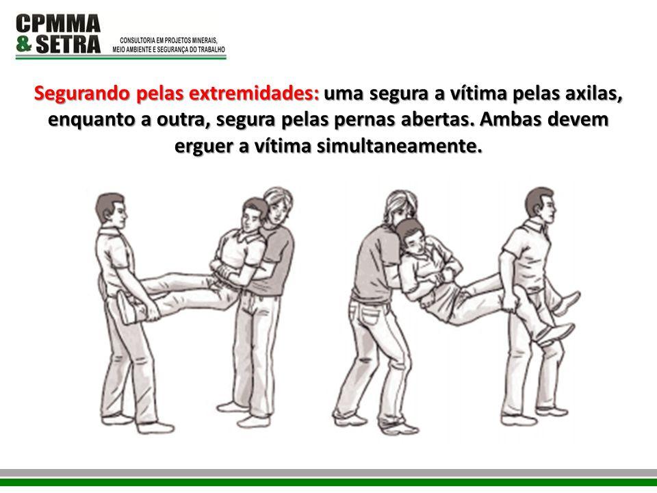 Segurando pelas extremidades: uma segura a vítima pelas axilas, enquanto a outra, segura pelas pernas abertas. Ambas devem erguer a vítima simultaneam