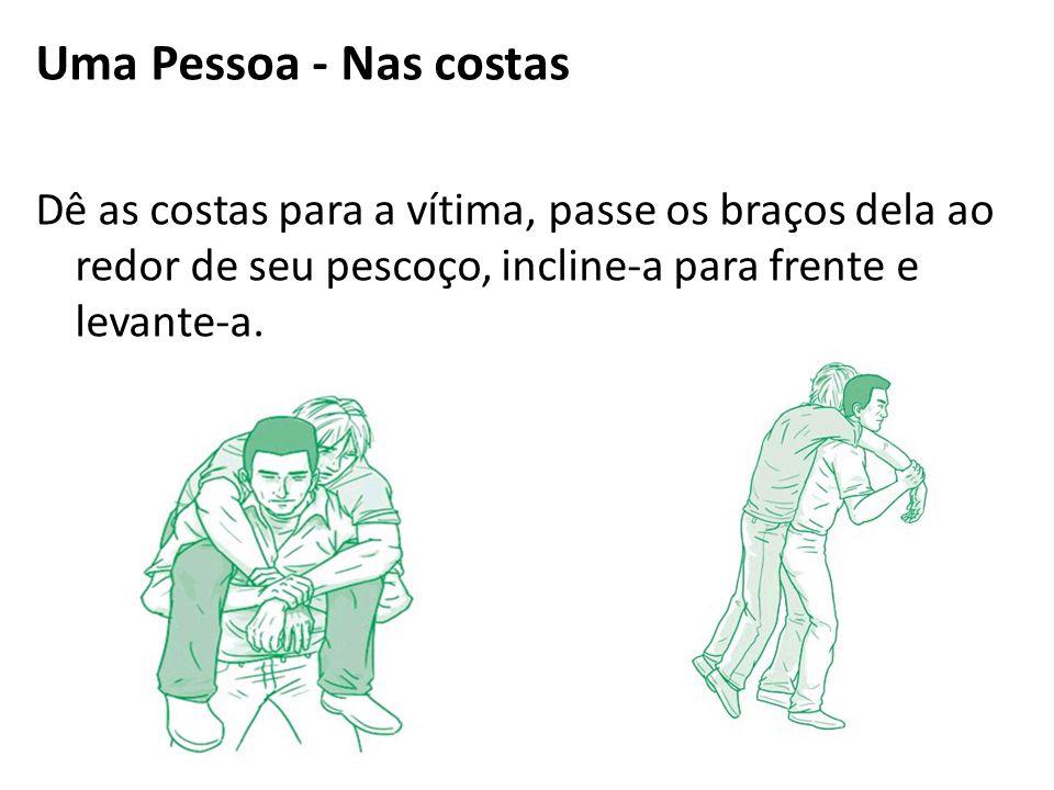 Uma Pessoa - Nas costas Dê as costas para a vítima, passe os braços dela ao redor de seu pescoço, incline-a para frente e levante-a.
