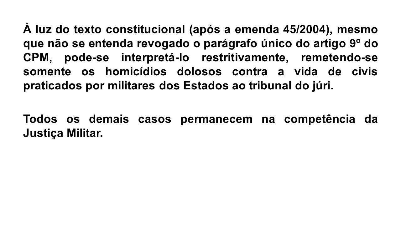 À luz do texto constitucional (após a emenda 45/2004), mesmo que não se entenda revogado o parágrafo único do artigo 9º do CPM, pode-se interpretá-lo
