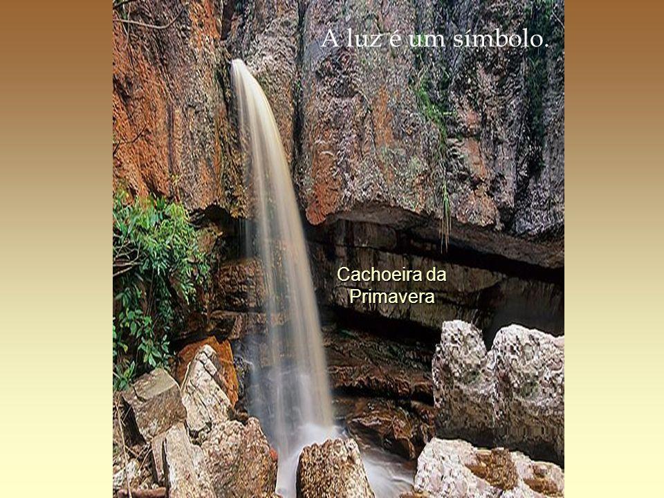 Cachoeira da Primavera A luz é um símbolo.