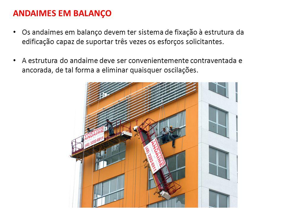 Os andaimes em balanço devem ter sistema de fixação à estrutura da edificação capaz de suportar três vezes os esforços solicitantes.