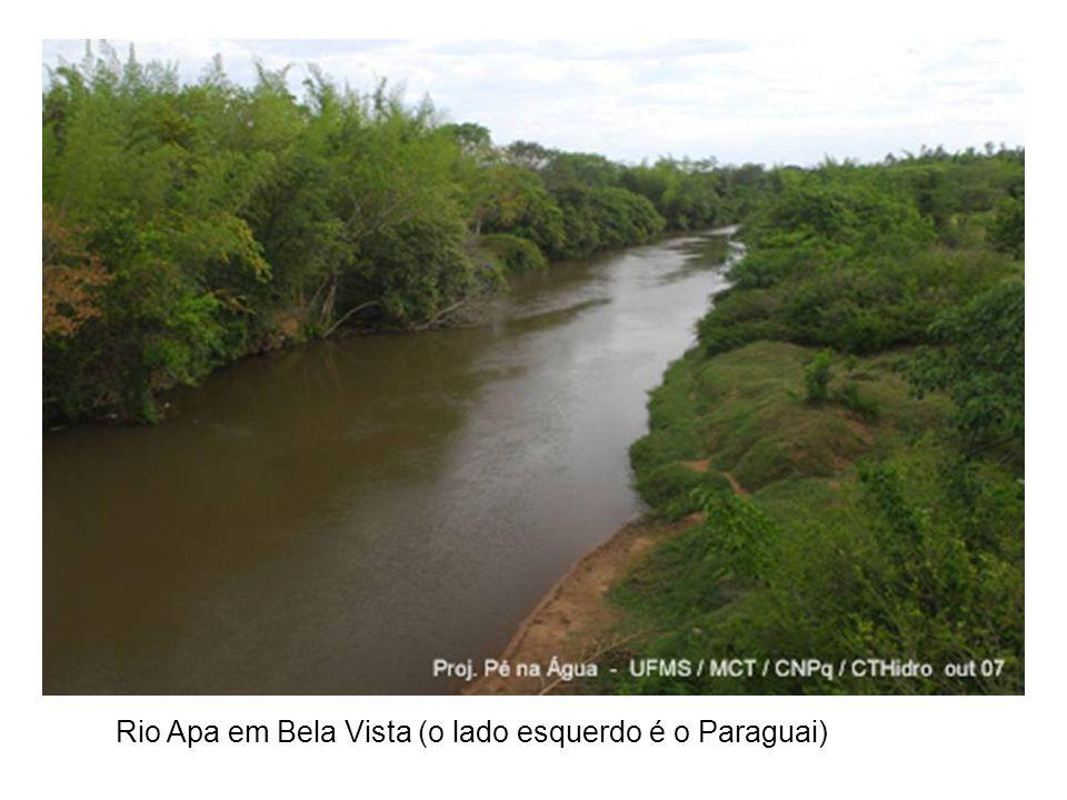 Rio Apa em Bela Vista (o lado esquerdo é o Paraguai)