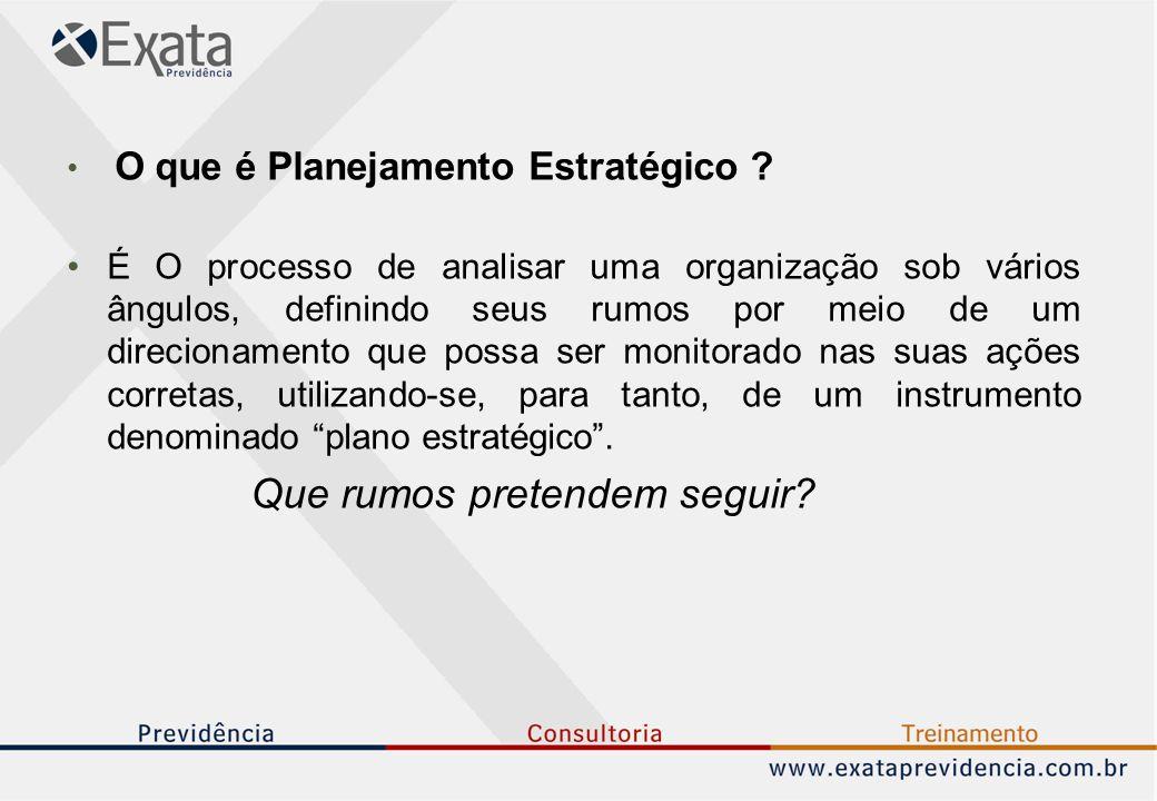 O que é Planejamento Estratégico ? É O processo de analisar uma organização sob vários ângulos, definindo seus rumos por meio de um direcionamento que