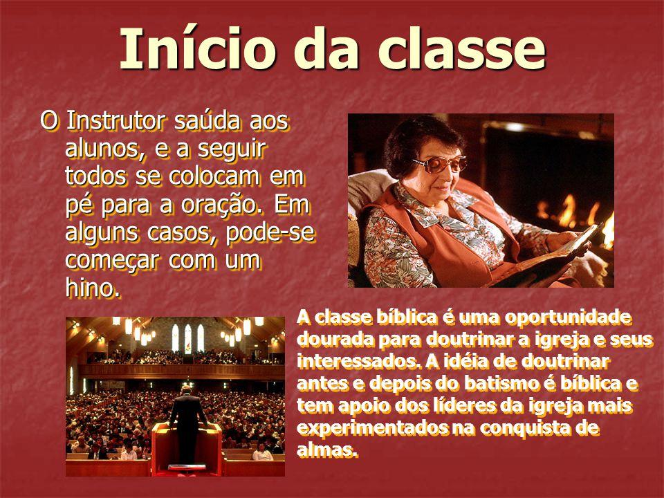 Início da classe O Instrutor saúda aos alunos, e a seguir todos se colocam em pé para a oração. Em alguns casos, pode-se começar com um hino. A classe