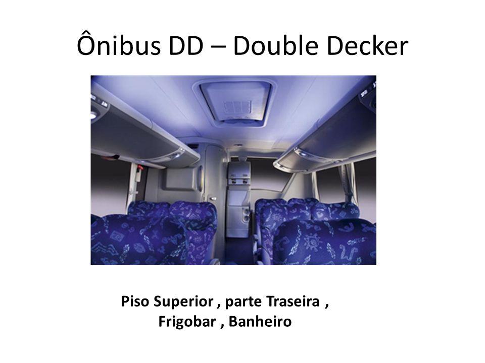Ônibus DD – Double Decker Piso Superior, parte Traseira, Frigobar, Banheiro