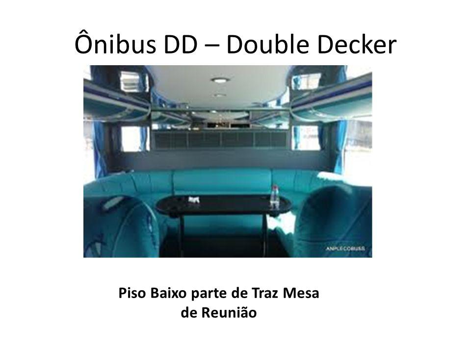 Ônibus DD – Double Decker Piso Baixo parte de Traz Mesa de Reunião