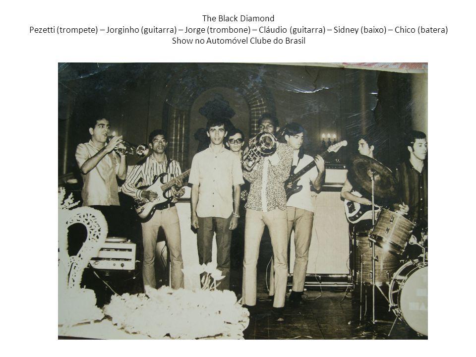 Cardinais 3ª Formação Reno (guitarra) – Jorginho (guitarra – Sidney (baixo) – Nício (empresário) – Chico (batera) Foto Revista Vamos Sambar