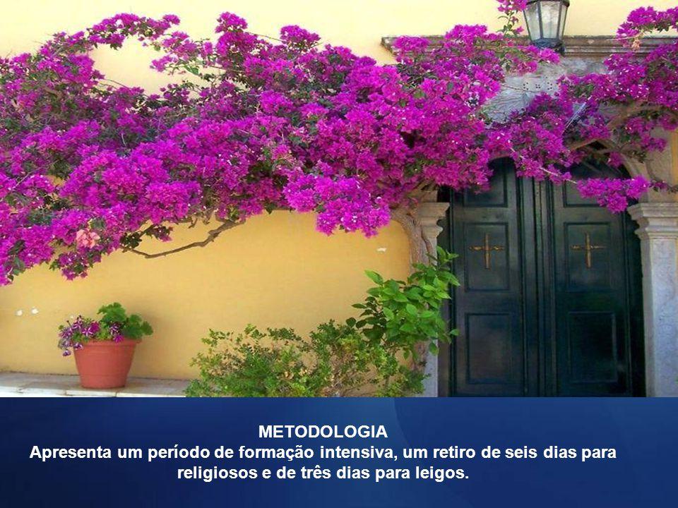 METODOLOGIA Apresenta um período de formação intensiva, um retiro de seis dias para religiosos e de três dias para leigos.
