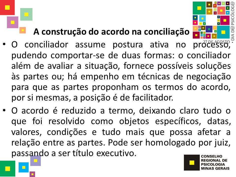 A construção do acordo na conciliação O conciliador assume postura ativa no processo, pudendo comportar-se de duas formas: o conciliador além de avali