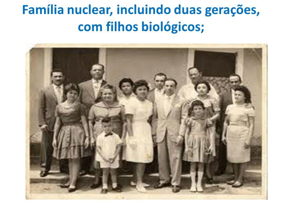 Família nuclear, incluindo duas gerações, com filhos biológicos;