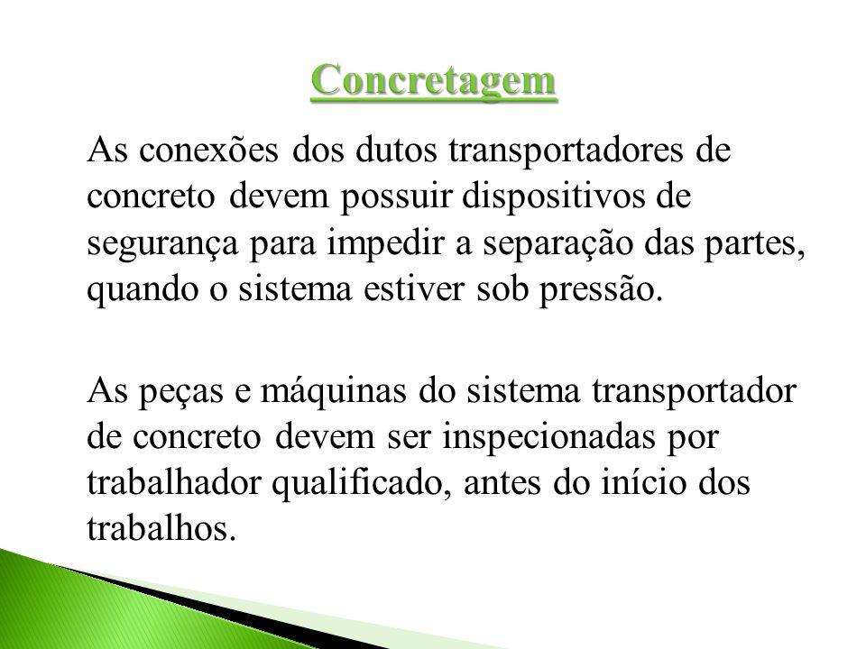 As conexões dos dutos transportadores de concreto devem possuir dispositivos de segurança para impedir a separação das partes, quando o sistema estive