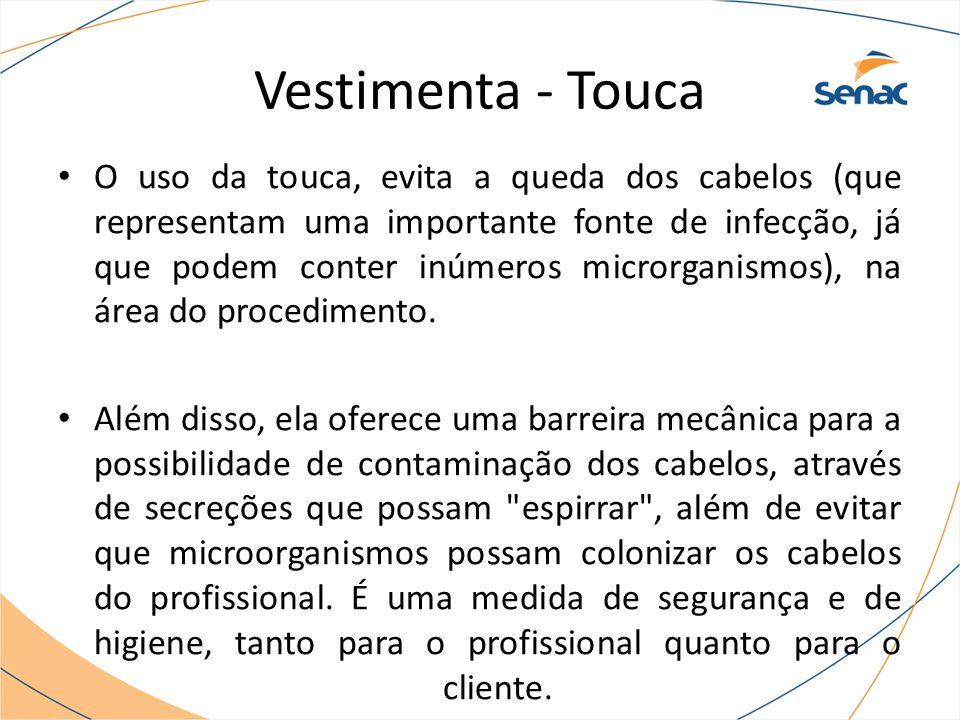 Vestimenta - Touca O uso da touca, evita a queda dos cabelos (que representam uma importante fonte de infecção, já que podem conter inúmeros microrganismos), na área do procedimento.