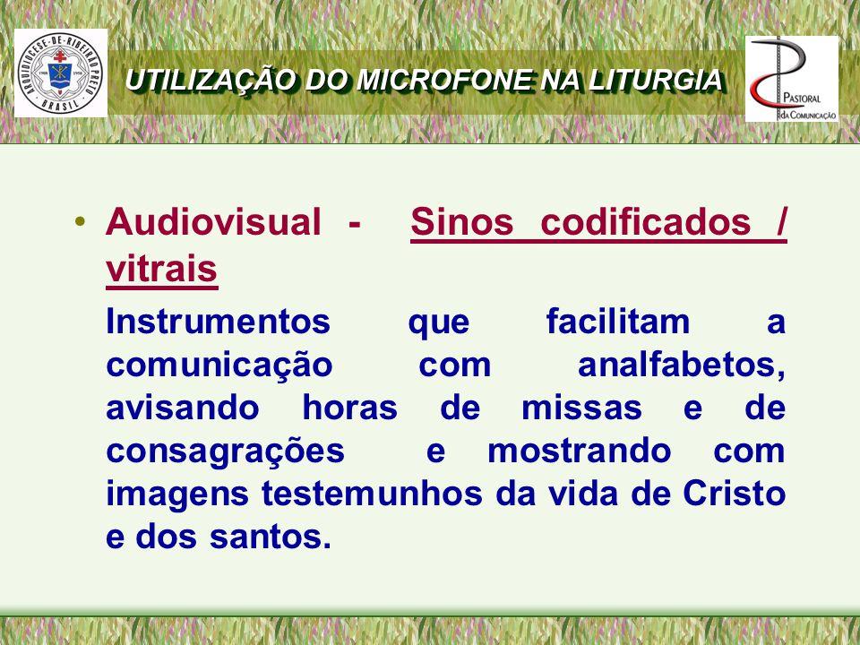 Audiovisual - Sinos codificados / vitrais Instrumentos que facilitam a comunicação com analfabetos, avisando horas de missas e de consagrações e mostrando com imagens testemunhos da vida de Cristo e dos santos.