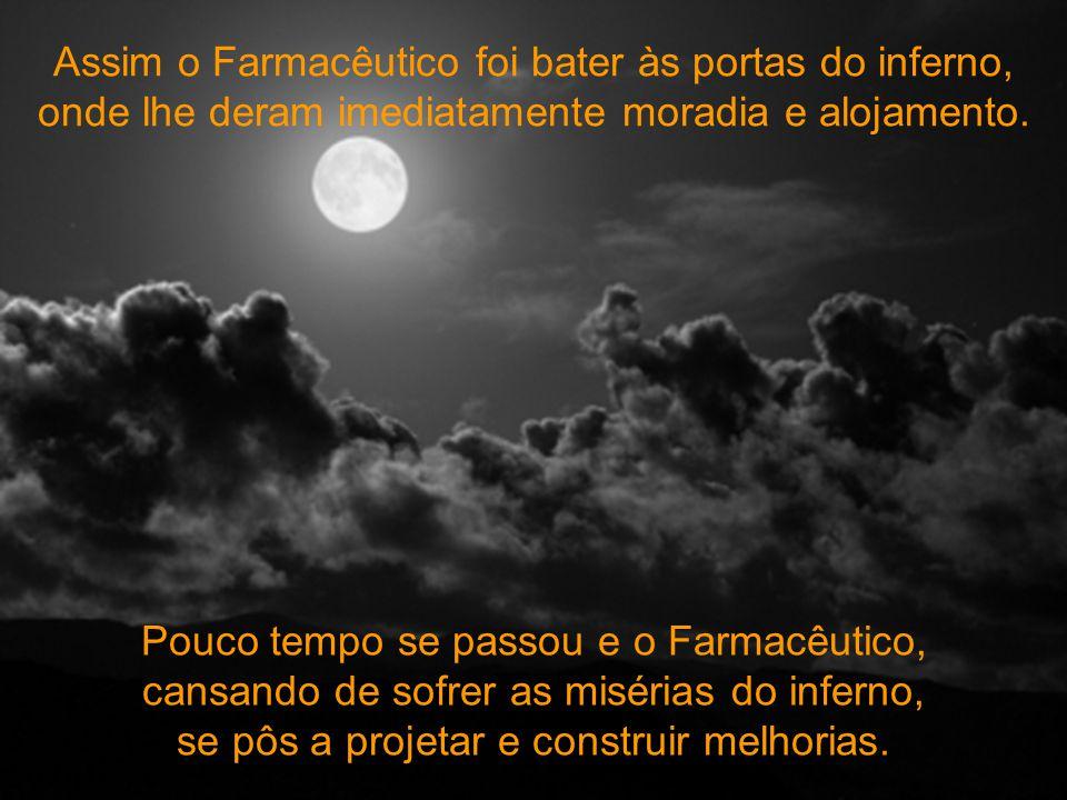 Um Farmacêutico morreu e chegou às portas do Céu. É sabido que os Farmacêuticos, pela honestidade deles, sempre vão para o céu. São Pedro procurou em