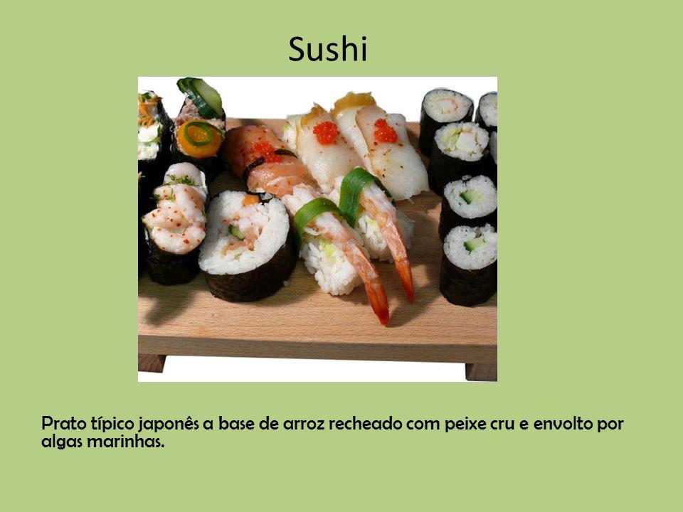 Prato típico japonês a base de arroz recheado com peixe cru e envolto por algas marinhas. Sushi