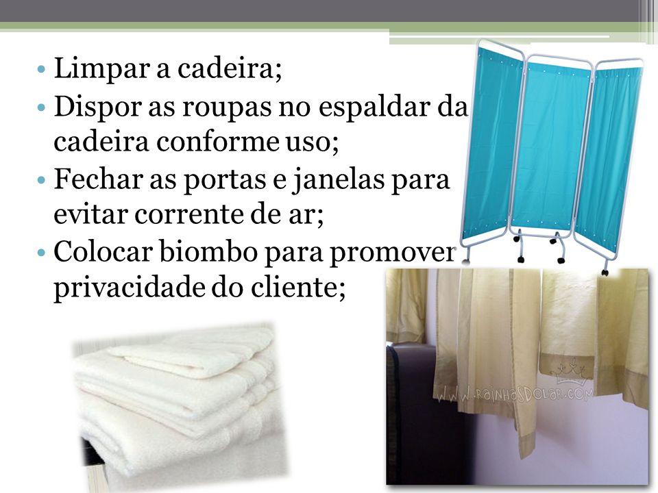 Limpar a cadeira; Dispor as roupas no espaldar da cadeira conforme uso; Fechar as portas e janelas para evitar corrente de ar; Colocar biombo para promover privacidade do cliente;