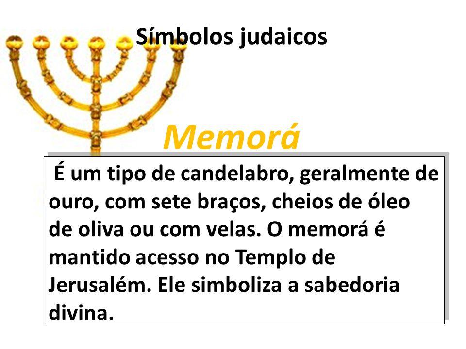 Símbolos judaicos Memorá É um tipo de candelabro, geralmente de ouro, com sete braços, cheios de óleo de oliva ou com velas.