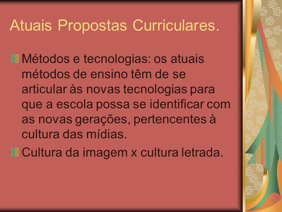 Atuais Propostas Curriculares. Métodos e tecnologias: os atuais métodos de ensino têm de se articular às novas tecnologias para que a escola possa se
