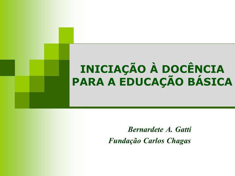 COMPLEXIDADE Ensino como atividade profissional Professor como Profissional O que devem saber os profissionais da docência.