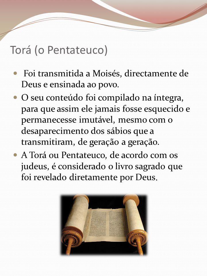 Torá (o Pentateuco) Foi transmitida a Moisés, directamente de Deus e ensinada ao povo. O seu conteúdo foi compilado na íntegra, para que assim ele jam