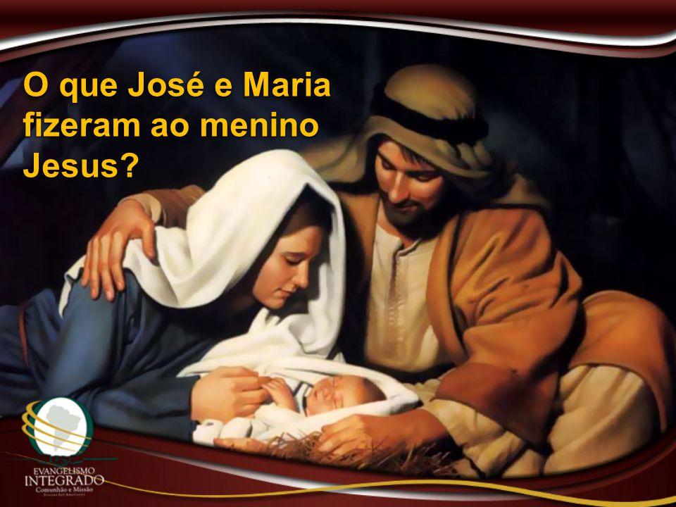 O que José e Maria fizeram ao menino Jesus?