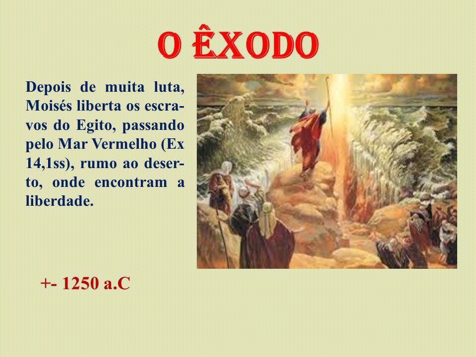 O êxodo Depois de muita luta, Moisés liberta os escra- vos do Egito, passando pelo Mar Vermelho (Ex 14,1ss), rumo ao deser- to, onde encontram a liber