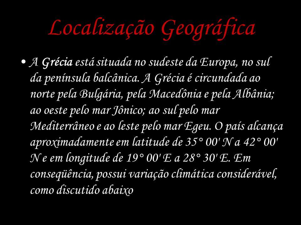 Localização Geográfica A Grécia está situada no sudeste da Europa, no sul da península balcânica. A Grécia é circundada ao norte pela Bulgária, pela M