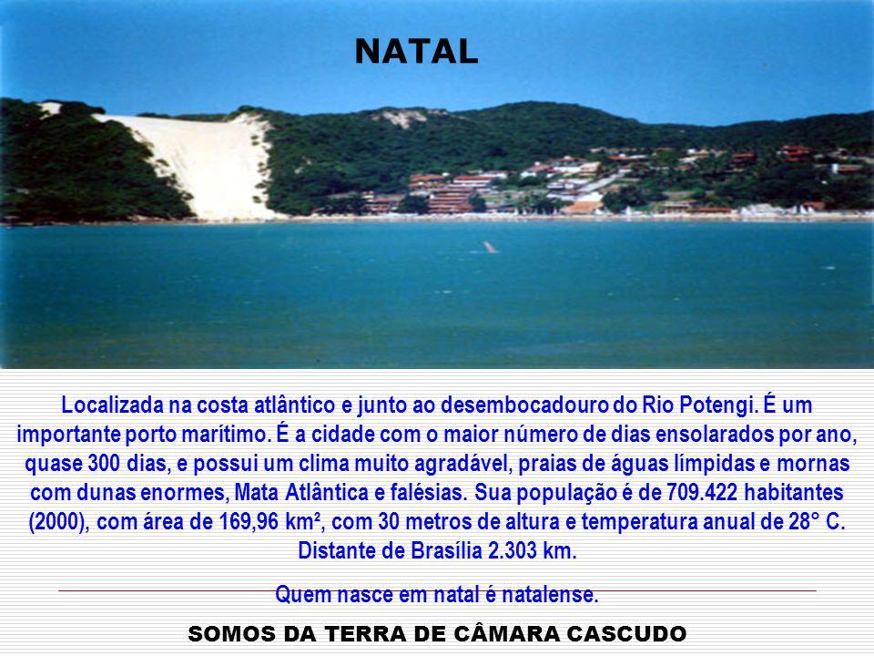 Localizada na costa atlântico e junto ao desembocadouro do Rio Potengi.