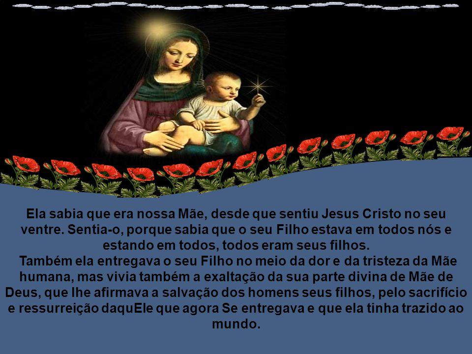 Maria estava aos pés da cruz.