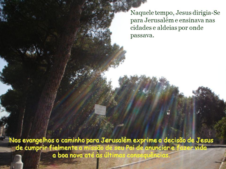 Para entrar no Reino, há que passar pela porta do Evangelho, avançar até Jesus que nos diz (Jn 10,7.9) que Ele mesmo é a Porta.
