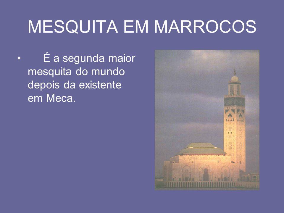 MESQUITA EM MARROCOS É a segunda maior mesquita do mundo depois da existente em Meca.