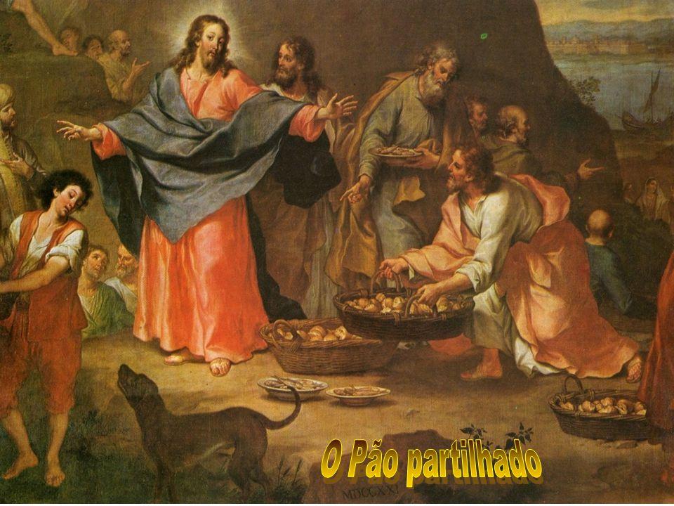 b) A ORGANIZAÇÃO do povo é um elemento importantíssimo para que ele possa reivindicar e conquistar os seus direitos: Jesus pede para que os discípulos organizem a multidão a sentar.