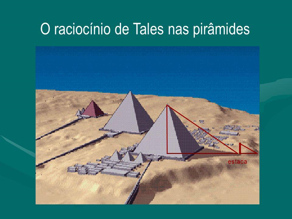 A pirâmide de Quéops, situada a dez milhas a Oeste do Cairo, na planície de Gizé, no Egito, a 39 metros do vale do rio Nilo, foi construída a cerca de 2500 a.C.