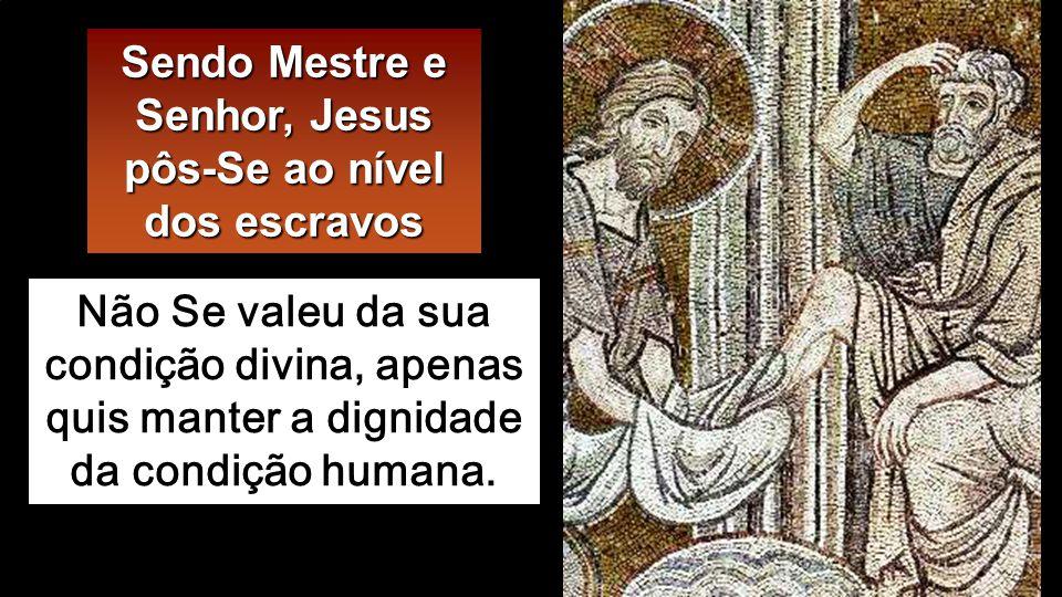 Depois de lhes lavar os pés, Jesus tomou o manto, e pôs-Se de novo à mesa.