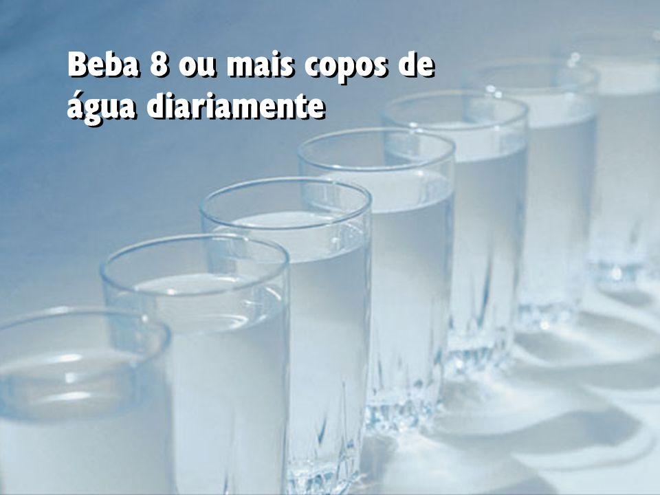 Beba 8 ou mais copos de água diariamente