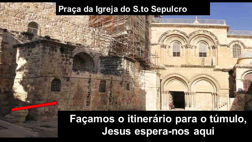 Praça da Igreja do S.to Sepulcro Façamos o itinerário para o túmulo, Jesus espera-nos aqui