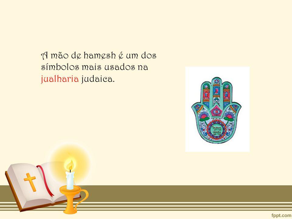 A mão de hamesh é um dos símbolos mais usados na jualharia judaica.