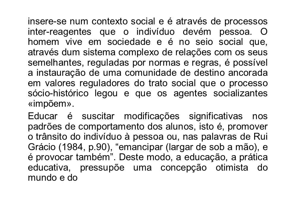 insere-se num contexto social e é através de processos inter-reagentes que o indivíduo devém pessoa.