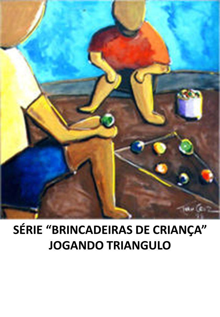 SÉRIE BRINCADEIRAS DE CRIANÇA JOGANDO TRIANGULO