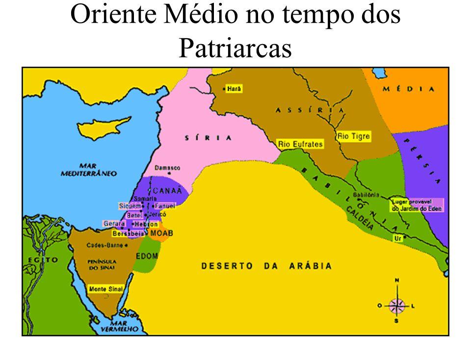 Por volta do ano 930 o reino é dividido em Sul e Norte.