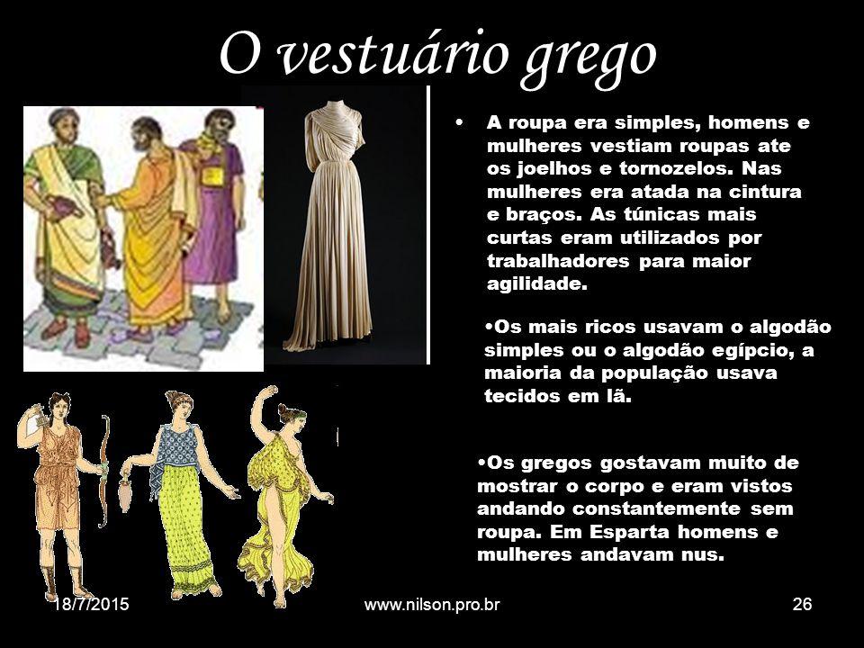 O vestuário grego A roupa era simples, homens e mulheres vestiam roupas ate os joelhos e tornozelos. Nas mulheres era atada na cintura e braços. As tú