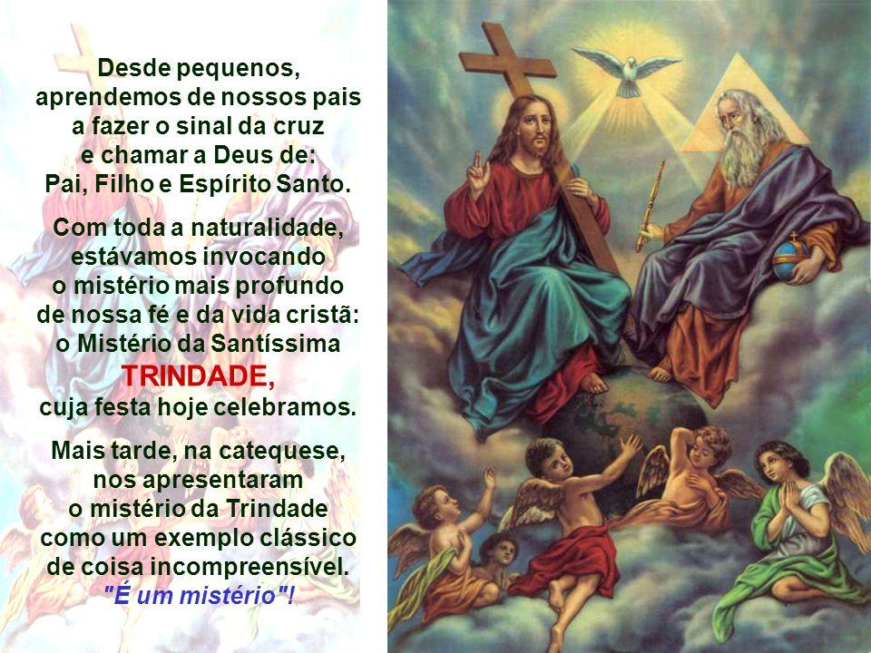 Desde pequenos, aprendemos de nossos pais a fazer o sinal da cruz e chamar a Deus de: Pai, Filho e Espírito Santo.
