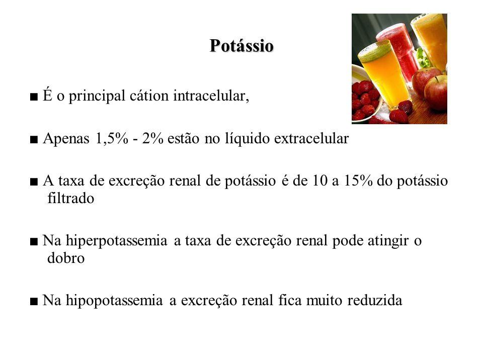Potássio ■ É o principal cátion intracelular, ■ Apenas 1,5% - 2% estão no líquido extracelular ■ A taxa de excreção renal de potássio é de 10 a 15% do potássio filtrado ■ Na hiperpotassemia a taxa de excreção renal pode atingir o dobro ■ Na hipopotassemia a excreção renal fica muito reduzida