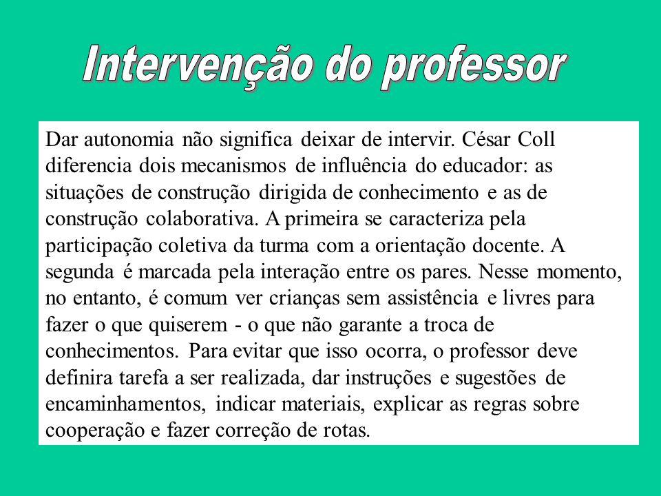 Dar autonomia não significa deixar de intervir. César Coll diferencia dois mecanismos de influência do educador: as situações de construção dirigida d